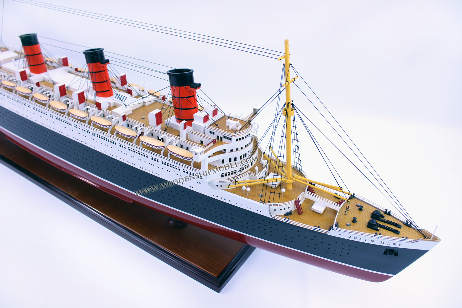 Model Boat Queen Mary